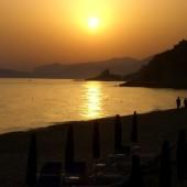 il tramonto in spiaggia a bazzano